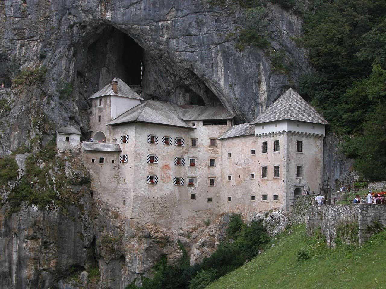 castello-predjama
